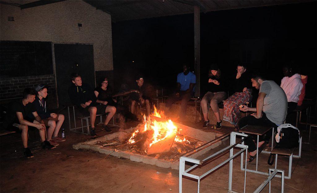Wir am Lagerfeuer